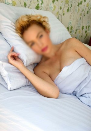 Carol-ann adult dating in Derby CT